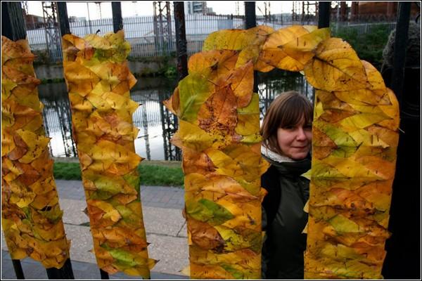 Для создания инсталляции потребовалось множество листьев и шипов