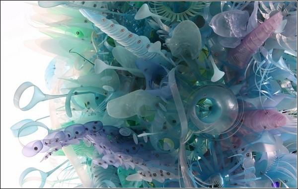 Инсталляции из пластиковых бутылок от Авроры Робсон