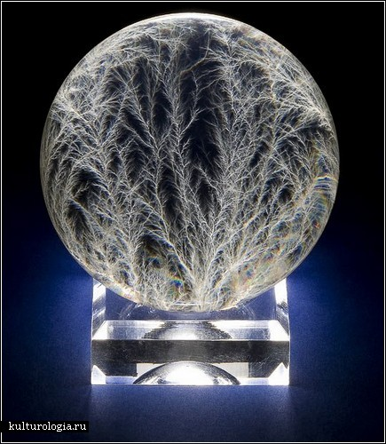Удар молнии в скульптурах Берта Хикмена