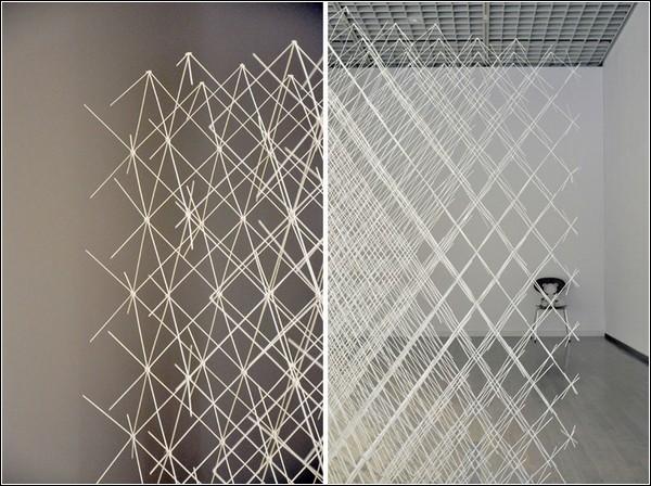 Инсталляция сделана только из бумаги и клея