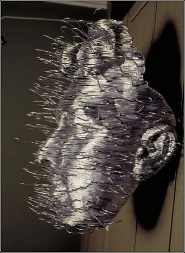 Скульптуры из плечиков для одежды от David Mach