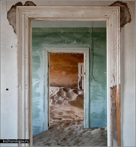 «Desert Indoors»: город, поглощенный пустыней