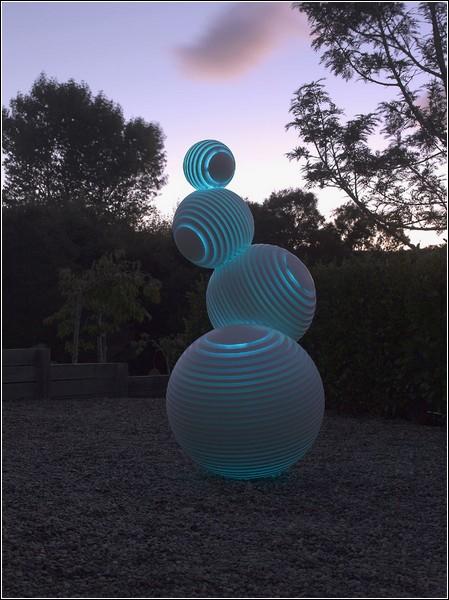 «Stratospheric» - самая известная скульптура новозеландского автора