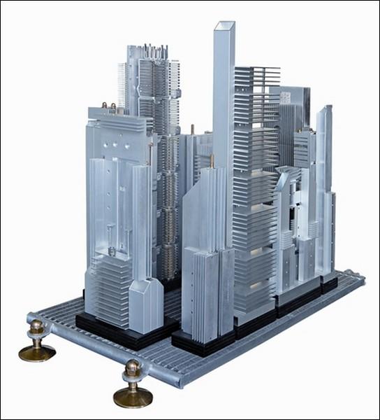 Модель города из компьютерных деталей