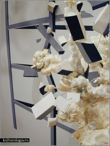 Взрывы и катастрофы в инсталляциях Хайде Фаснахт