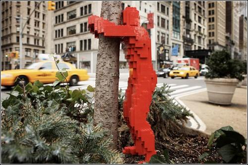 Lego-граффити Натана Савайя