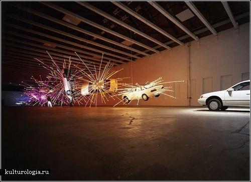 Автомобили, взрывающиеся фейерверками. Инсталляция «Inopportune: Stage One»