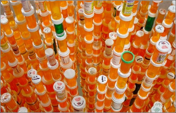 «Chemical Balance»: инсталляция-светильник от Jean Shin