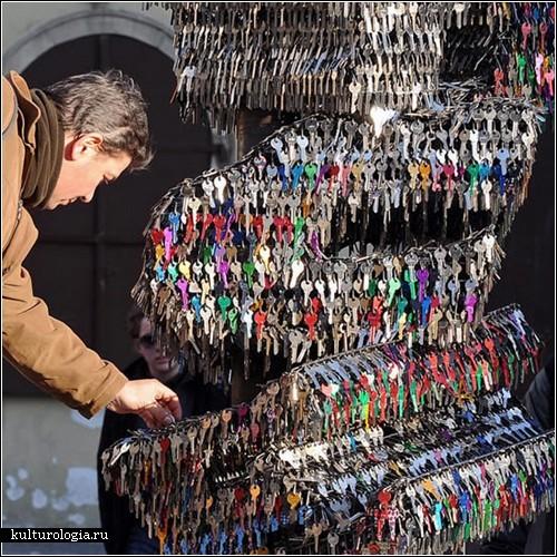 <br>Скульптура из ключей в Праге
