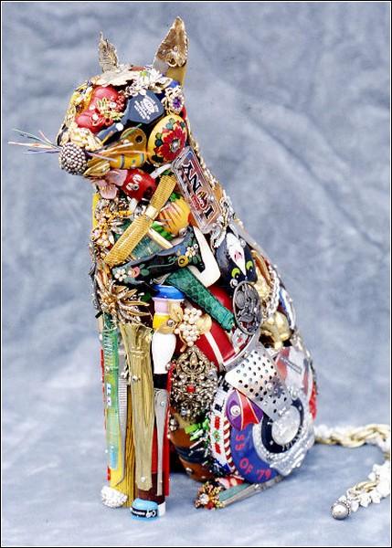 Скульптор работает с мусором уже пятьдесят лет