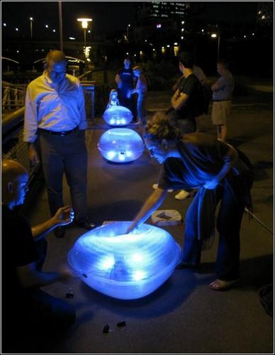 «Light Drift» - волшебные фонарики в реке и на суше