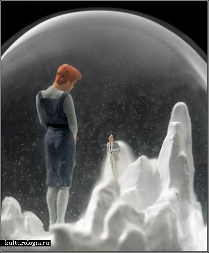 Миниатюрный мир в стеклянном шаре