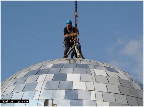 Самый большой в мире дискотечный шар и Париж вместо танцпола