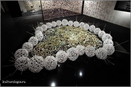 Медитативные инсталляции из проволоки и бусин от Natsu