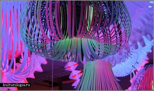 Бумажные лампы дизайнера, функциональные и декоративные одновременно.