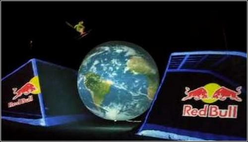 Спорт и искусство в 3D-шоу «Red Bull Off The Planet»