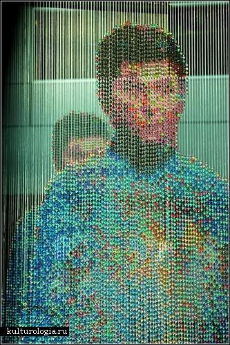 Инсталляция из бусин для поклонников сериала «Звездный путь»