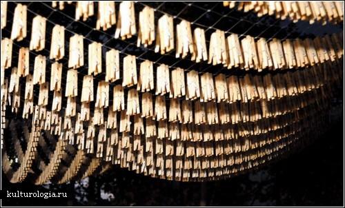 Инсталляция «Tender»: искусство из бельевых прищепок