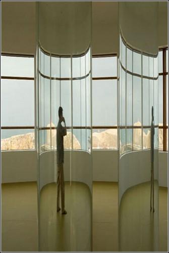 Вода из исландских ледников в инсталляции Рони Хорн