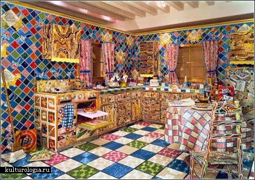из бисера. бусин и стекляруса.  Изначально Лиза Лу заявила, что смастерит бисерную кухню за несколько месяцев.