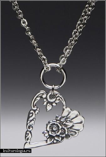 Столовое серебро вместо бус, браслетов и колец.