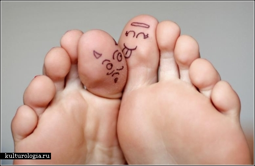 The pic is the Toe Art: Good vs. Evil, the second pic(Pic jump to more...