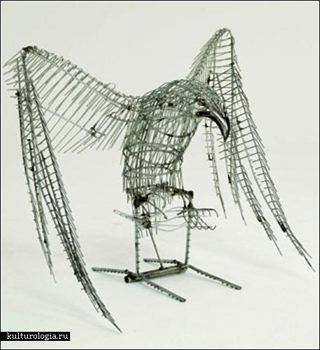 Скульптуры из сломанных тележек для продуктов