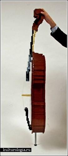 Виолончель из кубиков Лего