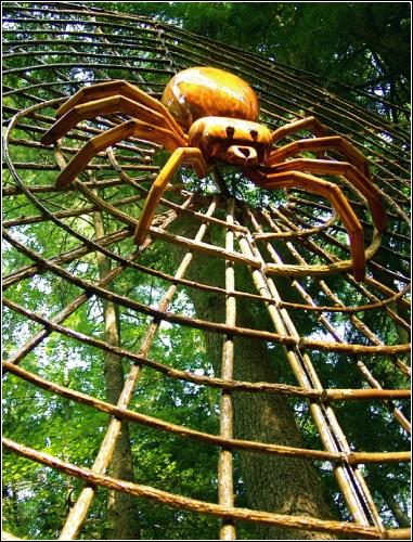Паук и паутина(скульптор David Roger)