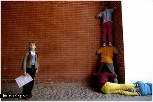 Уличный перфоманс «Тела в городском пространстве» художника Уилли  Дорнера (Willi Dorner)
