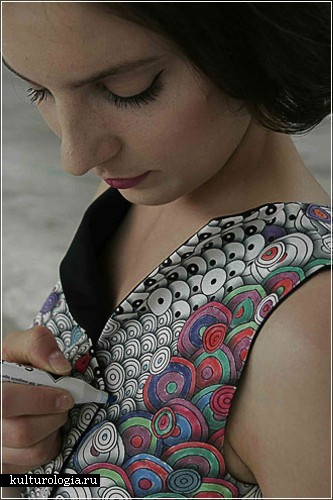 Colour-In dress от дизайнеров Berber Soepboer и Michiel Schuurman