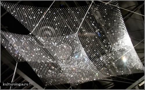 «Lacrime del Pescatore» - инсталляция из рыбацких сетей и хрустальных капелек от Инго Маурера (Ingo Maurer)