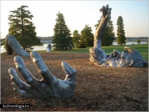 Скульптура гиганта от John Seward Johnson