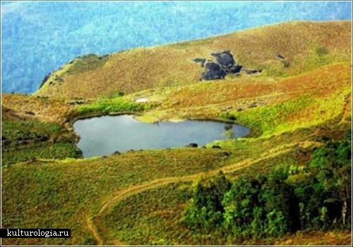 Озеро в форме сердца,  Индия