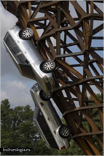 Инсталляция из автомобилей Land Rover английского скульптора Герри Джудда (Gerry Judah)