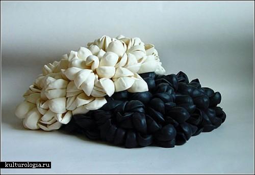 Инсталляции из шариков и перьев от художницы Сьюзи МакМюррей (Susie MacMurray)