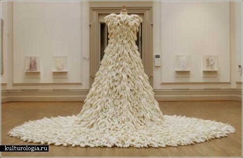 Платье из резиновых перчаток от Сюзи МакМюррей (Susie MacMurray)