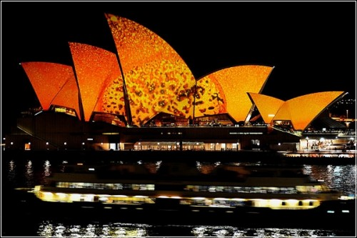 Музыкально-световое шоу «Vivid Sydney»  в австралийском городе Сиднее