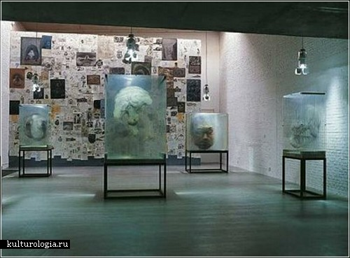 Картины, нарисованные на стекле. Художник Xia Xiao Wan