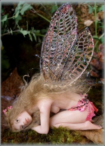Ирис - отдыхающая фея.Автор Rosa M Grueso