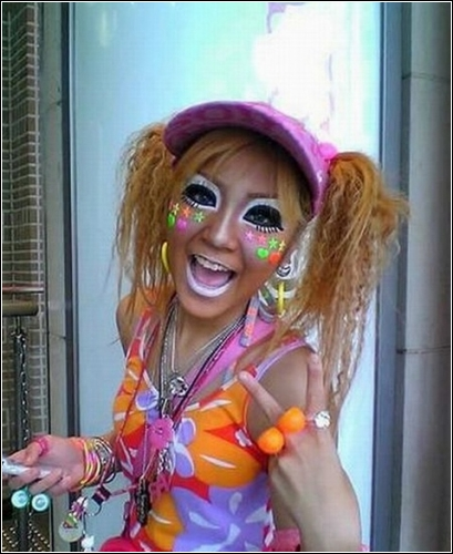 Для молодых японок мода - это пышность, цвет и смелость юности, а главное - свобода.