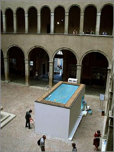 Инсталляция Leandro Erlich