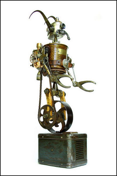 Робот в стиле стимпанк из винтажных предметов. Автор: Tinkerbots