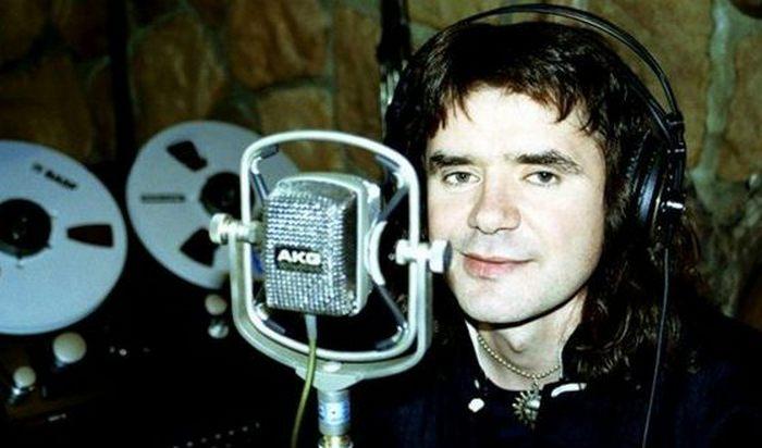 Евгений Осин в звукозаписывающей студии.