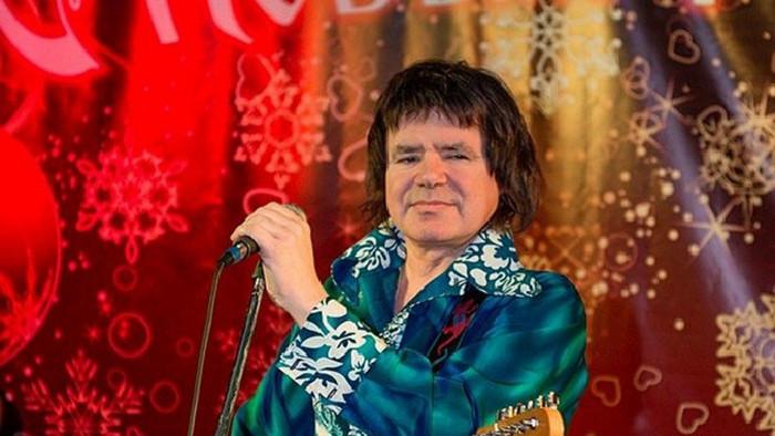 Евгений Осин во время выступления.