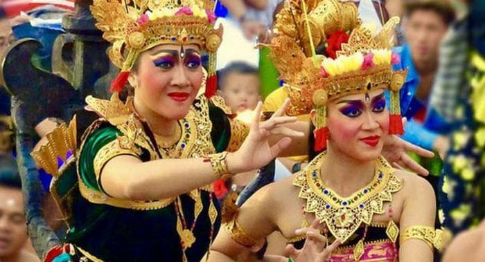 Варья в Индонезии.