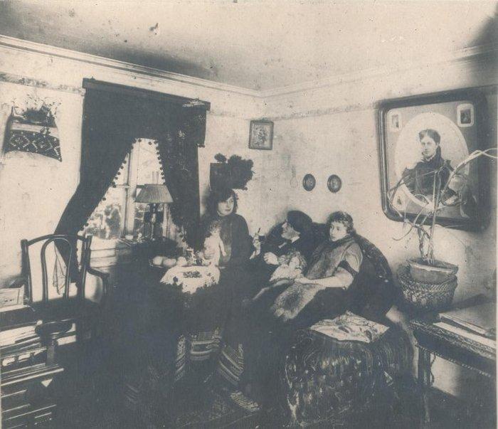 Марина и Анастасия Цветаевы, С. Эфрон. 1912 г.