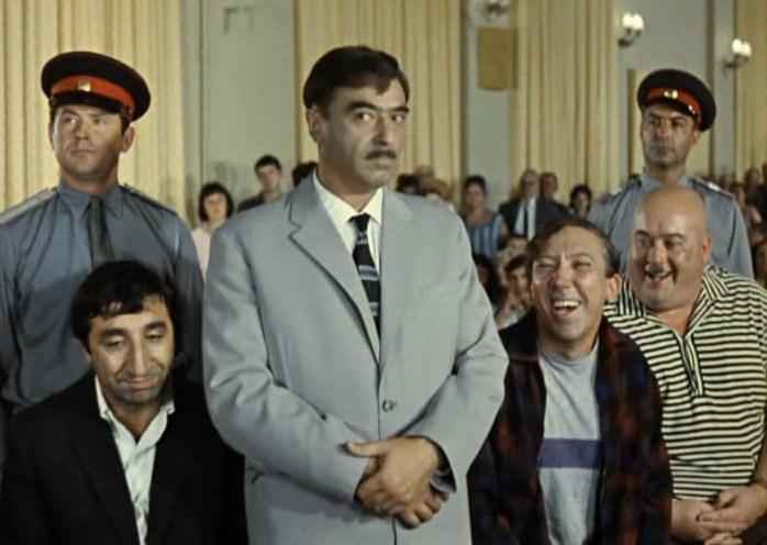 «Советский суд – самый гуманный суд в мире!». Кадр из фильма Л.Гайдая.