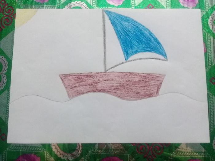 Кораблик, раскрашенный восковыми мелками.