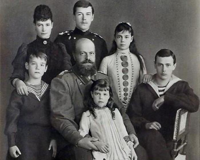 Император Александр III с семьей.